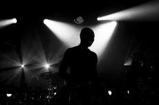 Licht- und Schattenspiel bei Skunk Anansie