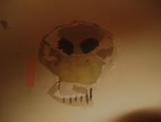 Totenkopf in der Wand! Ue&G!