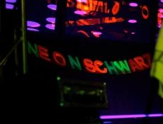 Neonschwarz